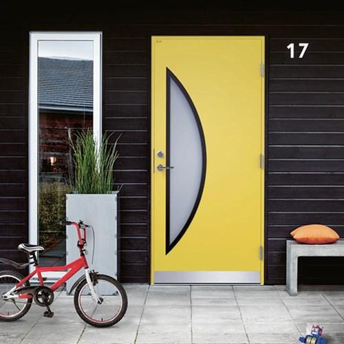 gul ytterdörr med halvmånefönster från diplomatdörrar